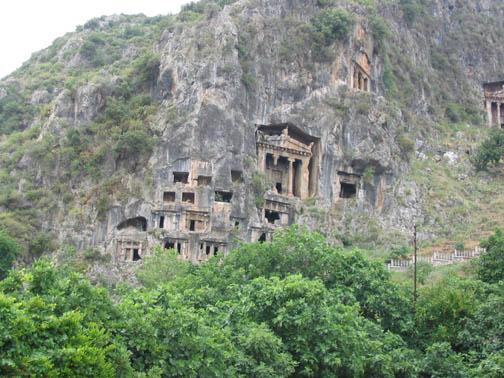 نتيجة بحث الصور عن المقابر الصخرية الشهيرة فتحية تركيا