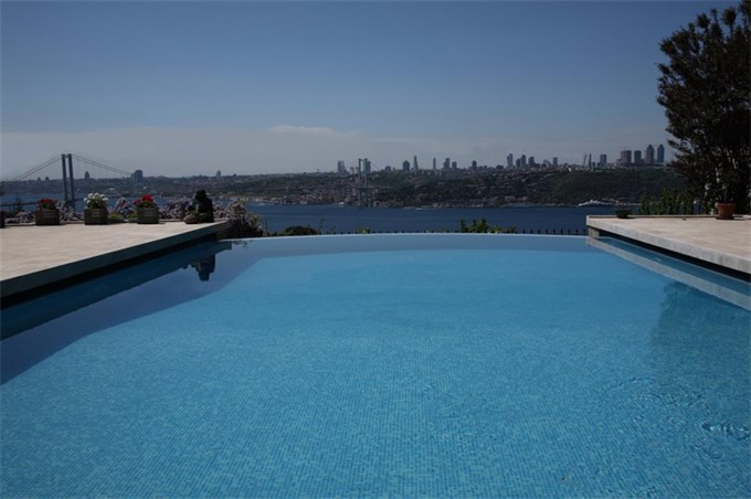 Bosporus Sea view pool