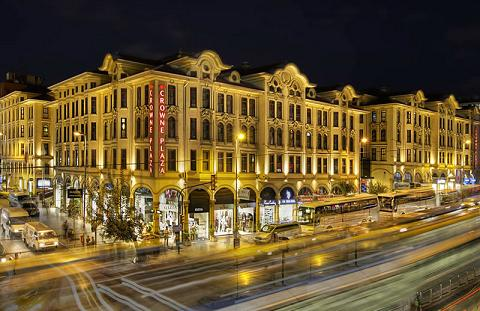 Istanbul nightlife not for the faint hearted property turkey for Hotels in istanbul laleli area
