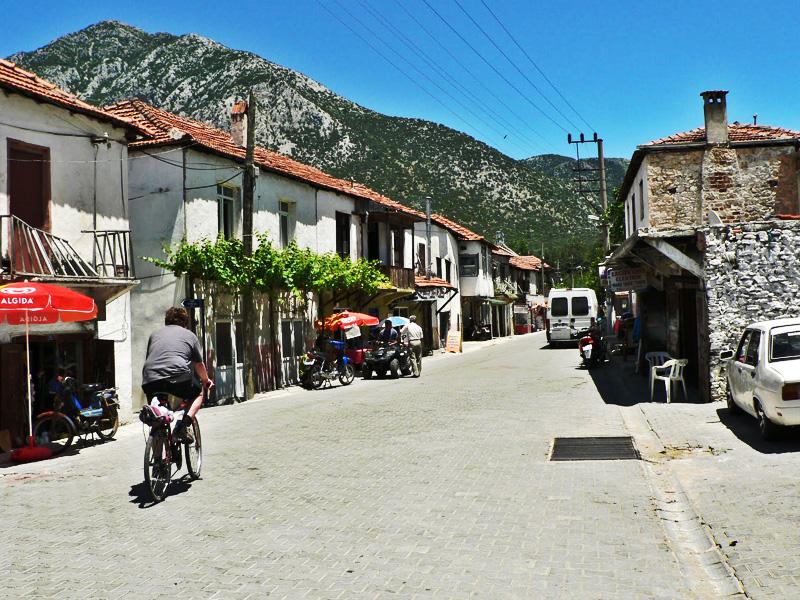 Uzumlu village streets