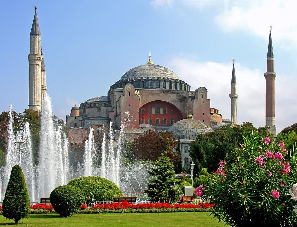 10 أماكن يُنصح بزيارتها حين تأتي إلى تركيا