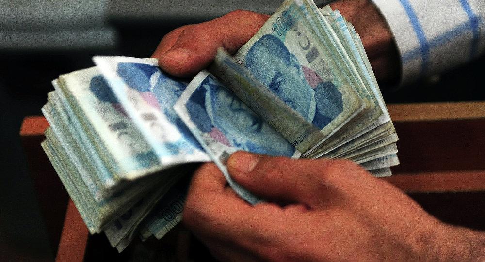 Turkish currency drop: Turks rush to change dollars to lira
