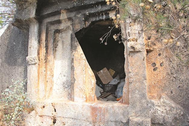 News from around Turkey: Ancient tombs cleared after media controversy