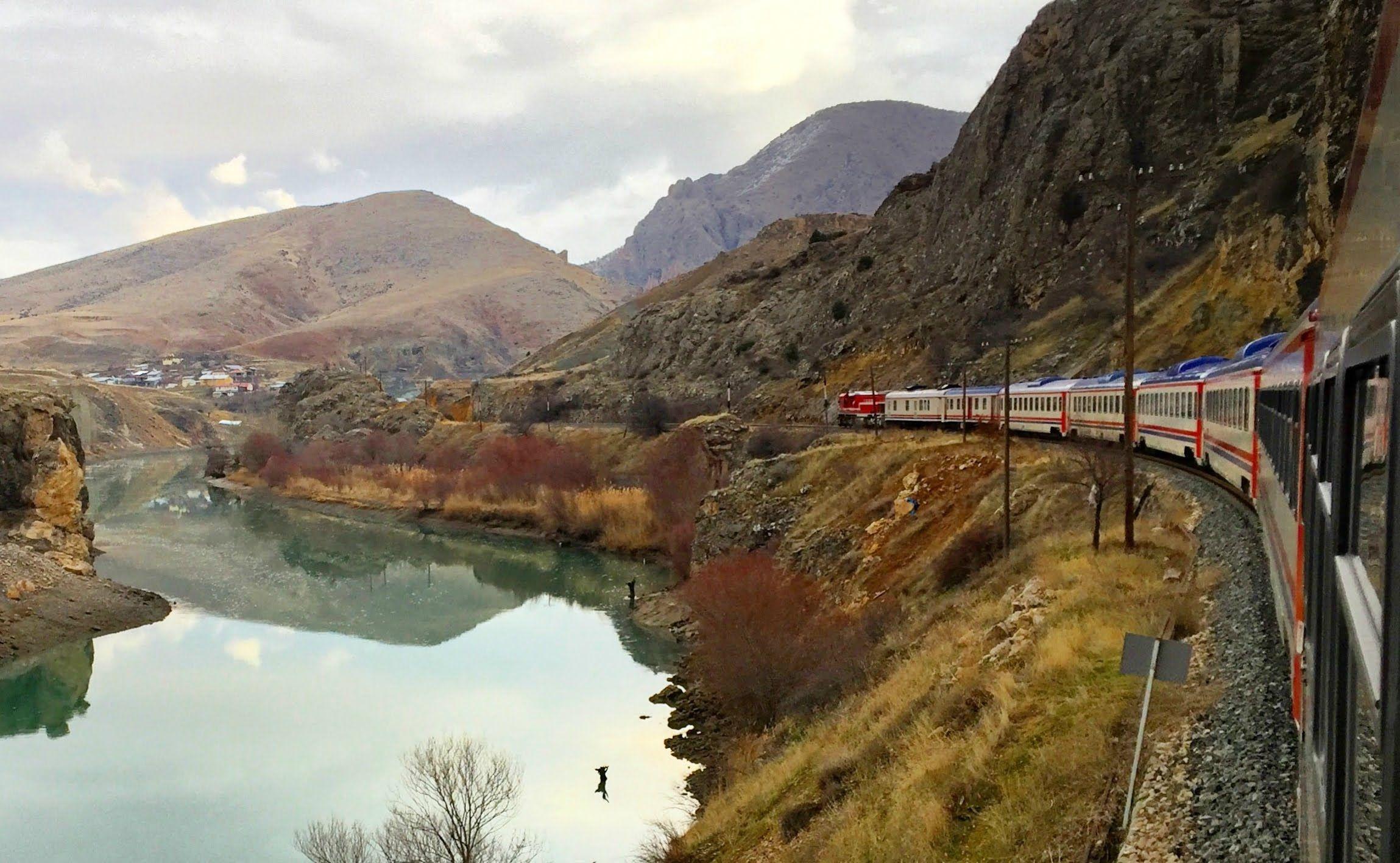 Weit weg: Mit dem Zug von Ankara nach Kars