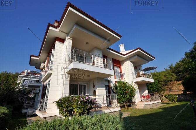 Ideally located modern apartment in Calis for sale