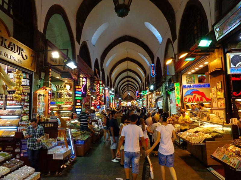 Visit the Tuesday bazaar in Dikili, Turkey