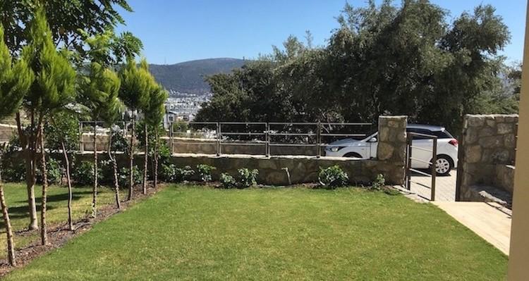 Дуплекс с садом