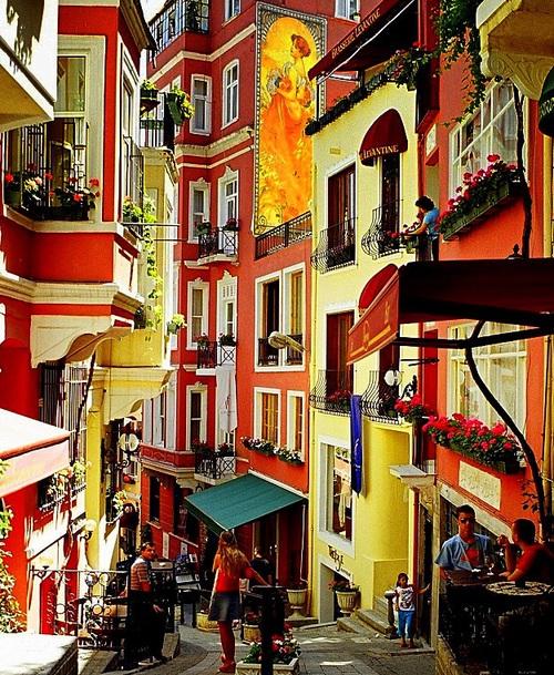 A relaxing walk down Cezayir street, Istanbul