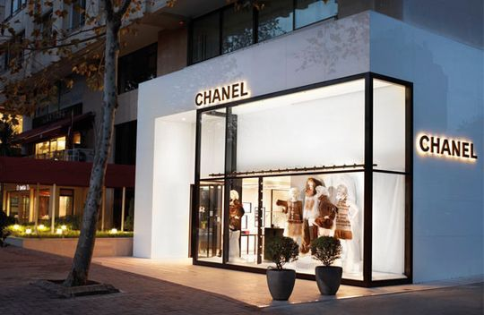 New big name brands at Bagdat avenue include Chanel, Apple and Samsung