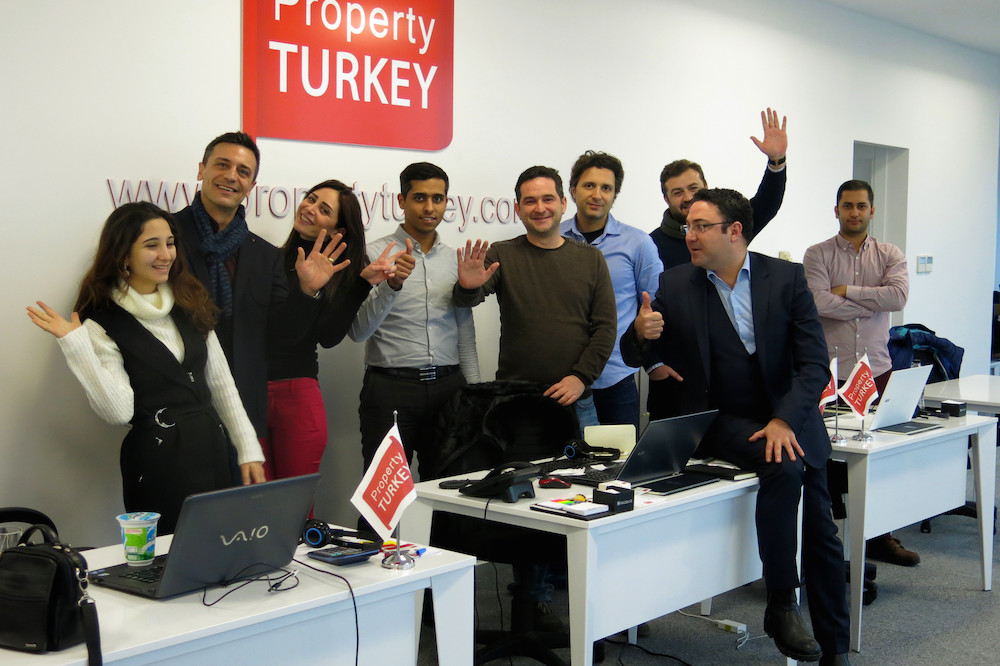 """فريق عمل شركة """" عقارات تركيا """""""
