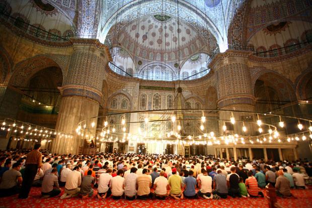 斋月中的蓝色清真寺