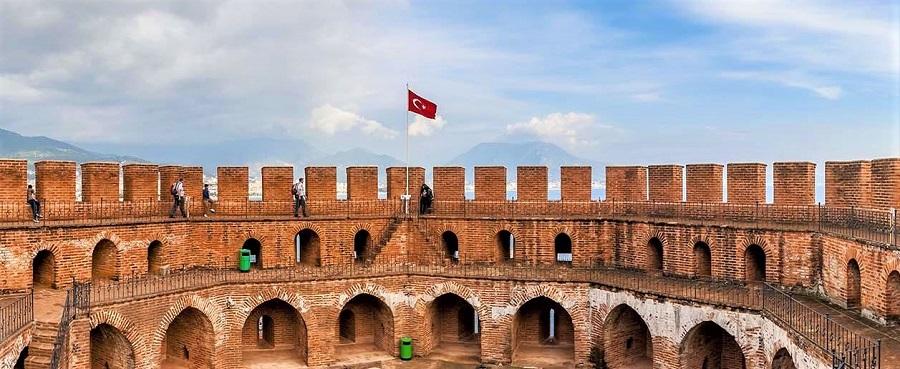 Красная башня в Алании Турция