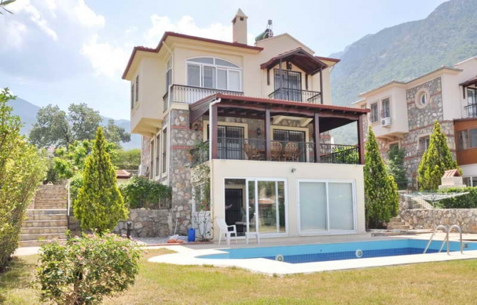 Sunny villa with self contained flat