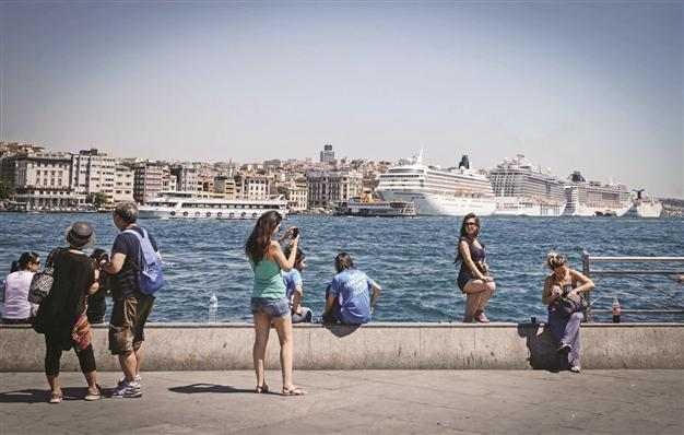 tourists in istanbul
