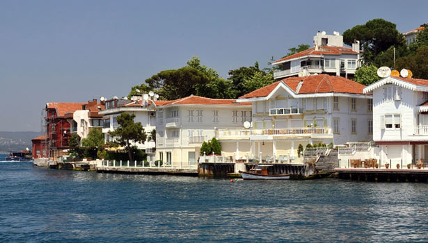 Waterfront mansion in Istanbul