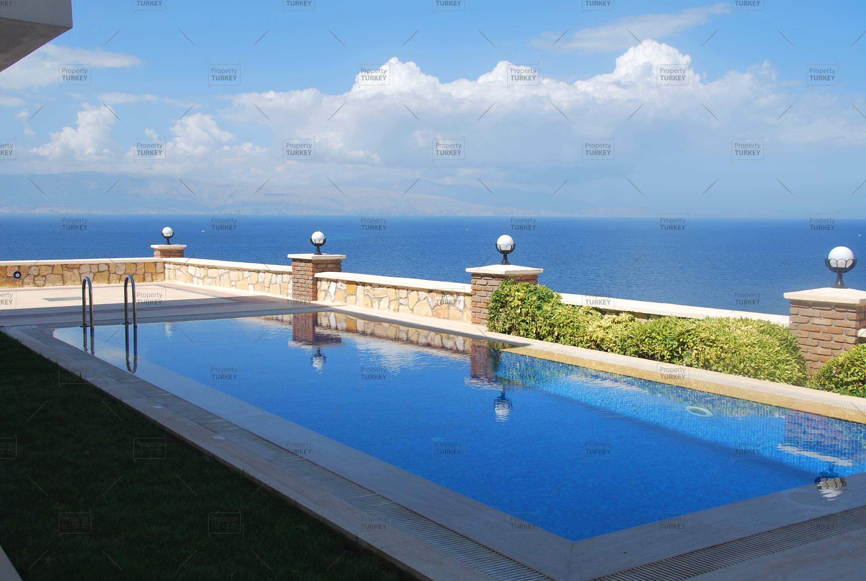 Sea view pool