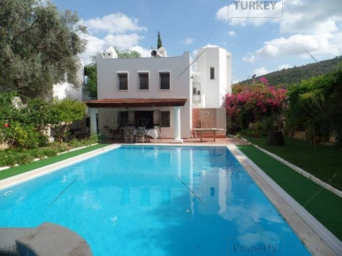 Torba villa with guest house and pool