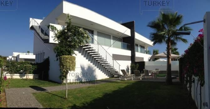Side apartment villa