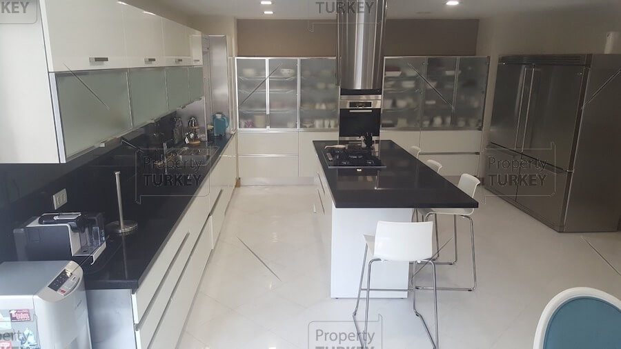 Area to eat in the kitchen