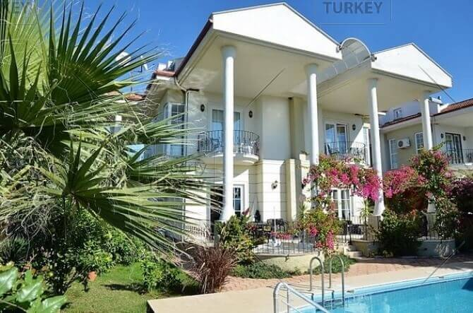 Residence with private garden and pool for sale in Calis