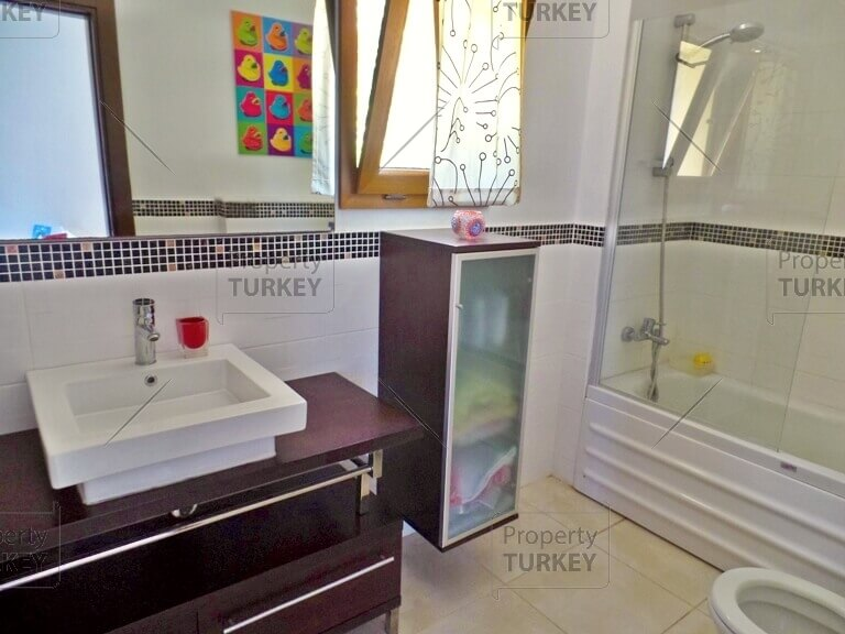 Equipped bathroom with bathtub