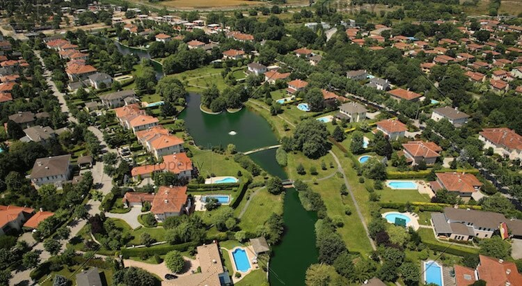 Villa with nature location