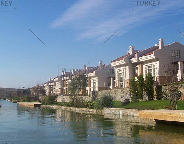 water canal homes istanbul