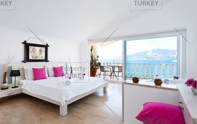 Stunning view for large bedroom