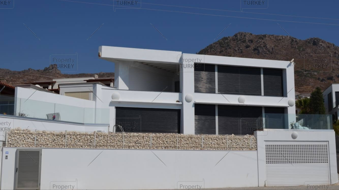 Complete views of the villa