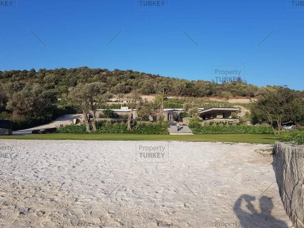 Villa with beach