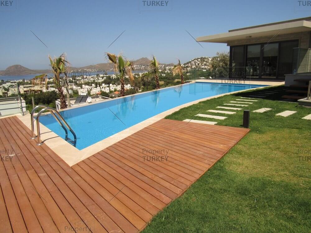 Pool and green areas