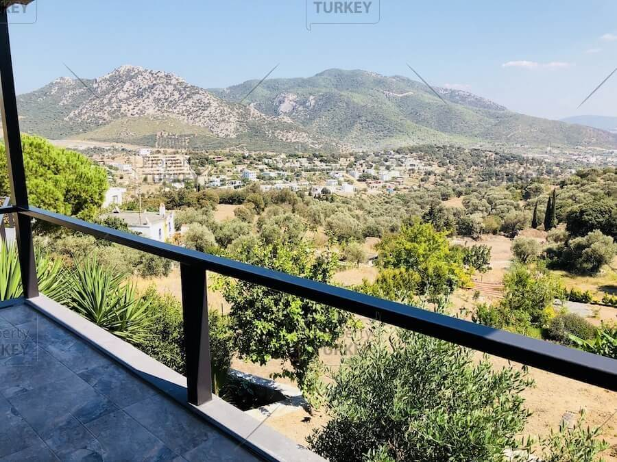 Large villa with nature views for sale in Ortakent