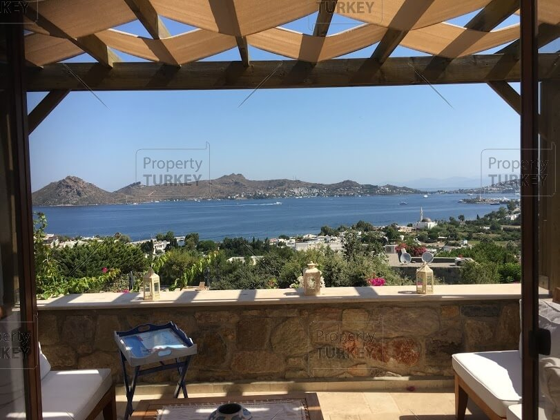 Spacious apartment with incredible sea views for sale