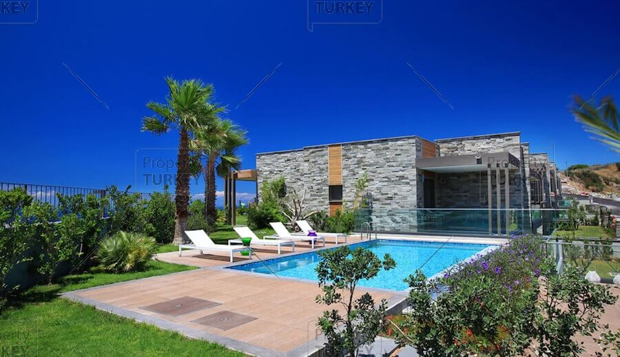 Large garden with pool