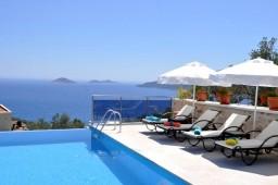 Beautiful Infinity pool pure luxury
