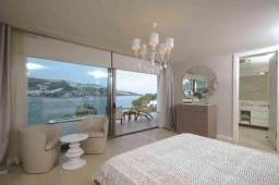 Master bedroom at seafront