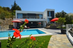 Luxury Yalikavak property with lovely garden and pool