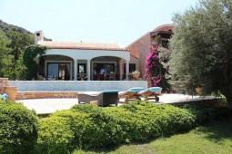private house behind yalikavak marina