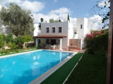 Family home close to Torba beach