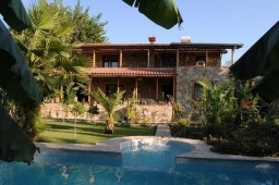 Antalya villa with large garden for sale