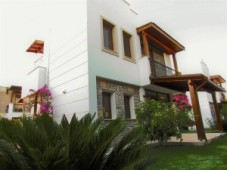 Close to the beach bargain villa for sale in Ortakent