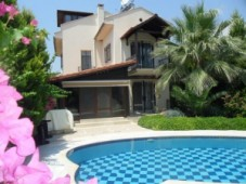 Family villa for sale in Calis