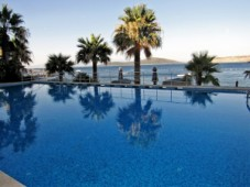 Sea views and swimming pool