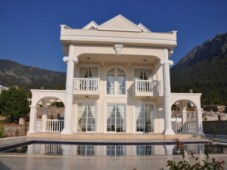 White house villa type for sale in Ovacil