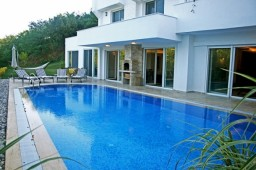 Istanbul villa with pool