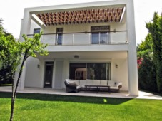 Sea front villa in Torba for sale